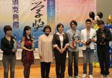 短篇小說類得獎者與文化局林局長 及季季老師合影